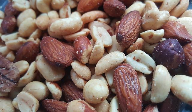 nuts-1436875_640